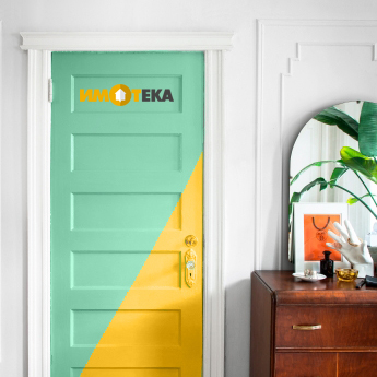 Боядисайте вратата на спалнята за акцент